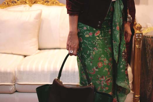 I carried my Celine Trapeze bag which so happened the same colors as my batik and jacket.  LOVE