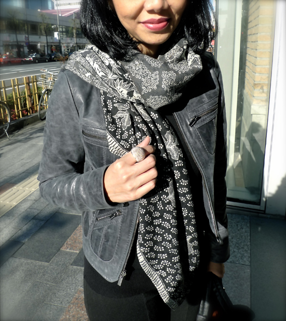 Wearing Riana Kesuma's batik scarf.  Love this scarf, the color is natural dye.  Grey, black and white.