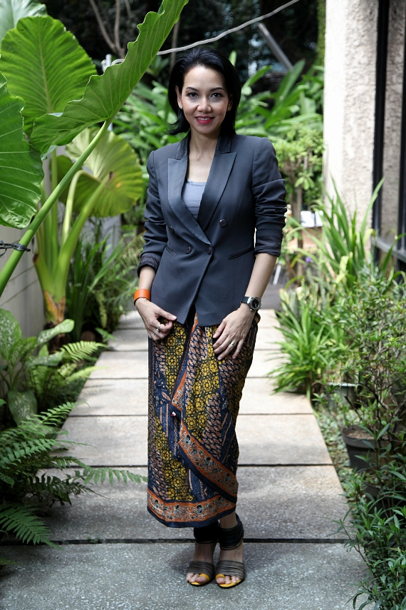 Blazer with Batik wrap to replace skirts or pants, can show elegance in a business attire